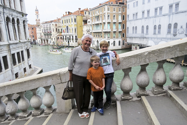 Dédi and the boys on the Rialto Bridge